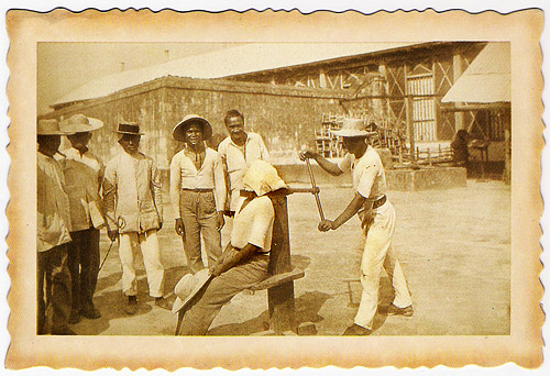 [Postcard] Executioner at the turn of the century. Philippines.