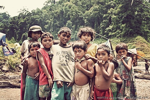 Children of the Dumagat tribe.