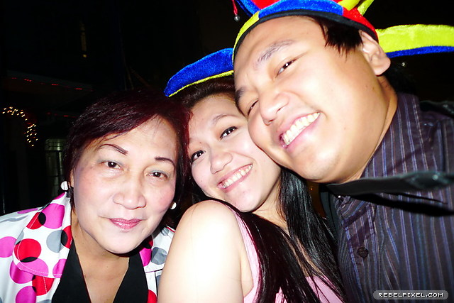 With mom and sis. Damn I'm fat.